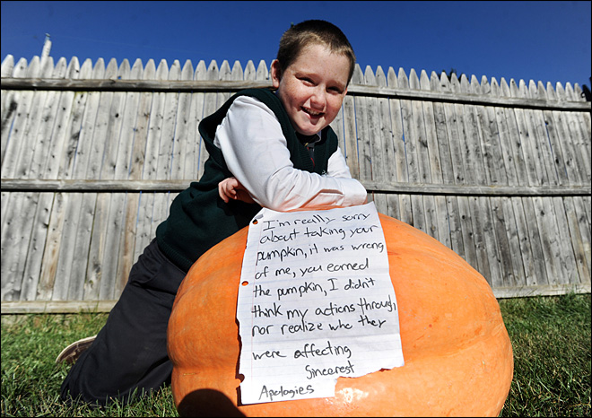 thief returns 100lb stolen pumpkin