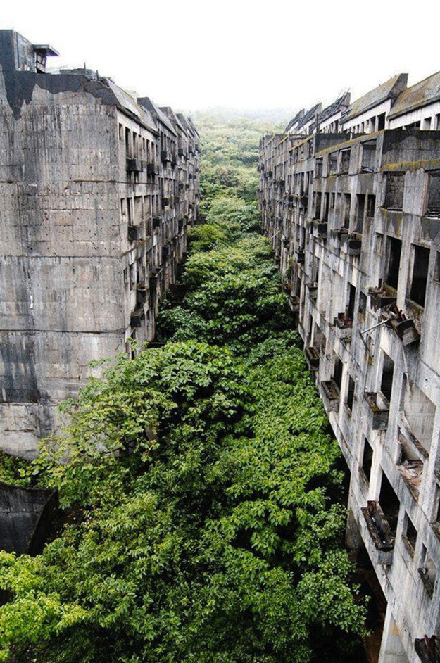 scary abandoned places