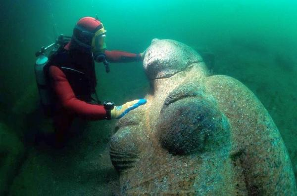 sculpture discovered from underwater city