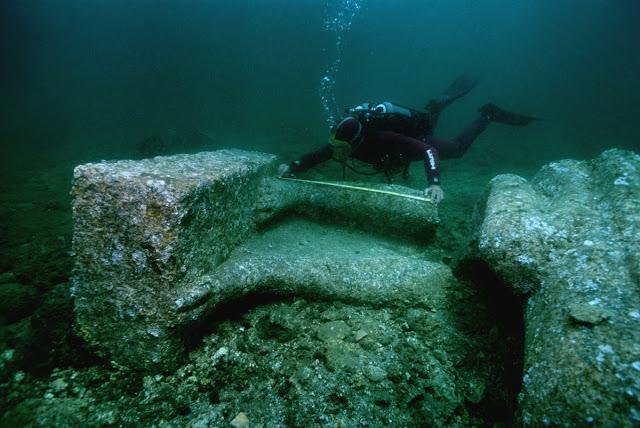 http://www.sunnyskyz.com/uploads/2013/12/umeri-underwater-city8.jpg