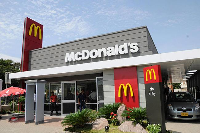 couple returns money to mcdonalds
