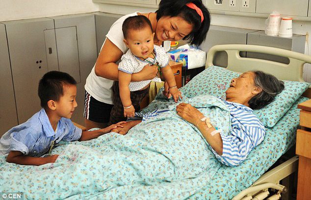 China woman visited by people she saved