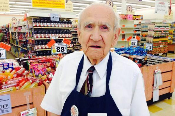 94 Year-Old Grocery Store Worker Gets Laid Off, Cries From What Customers Surprise Him With
