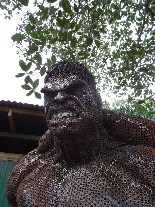Artist Uses Only Scrap Metal To Create This INCREDIBLE Hulk