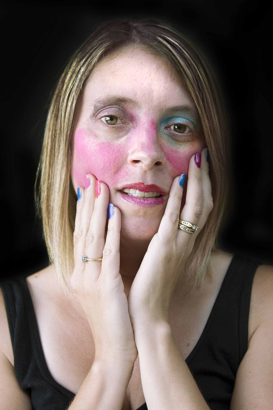 daughters do makeup for mom