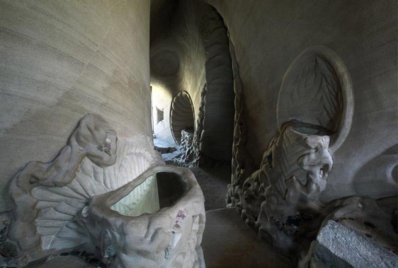 artist cave