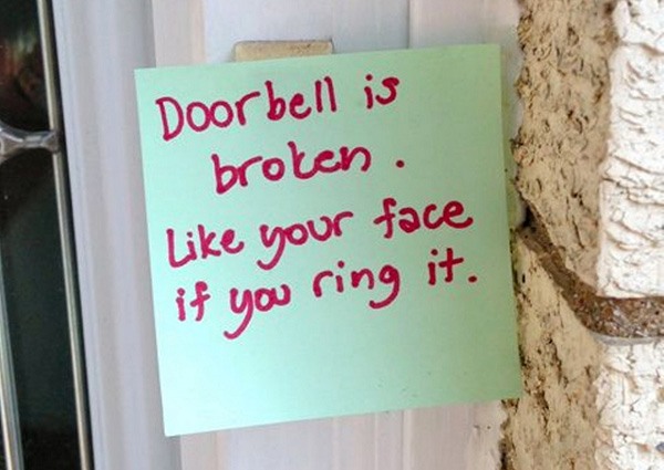 15 Hilarious Doorbell Notes Written By Parents With Sleeping Babies
