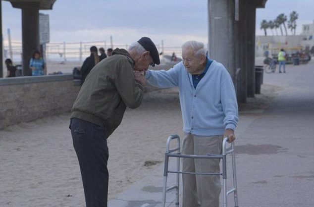 holocaust survivor salutes american who saved him