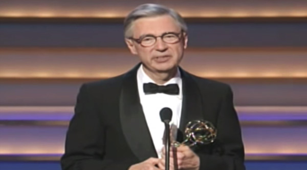 Take Two Minutes To Remember Mr Rogers Last Words After Receiving The Lifetime Achievement Award