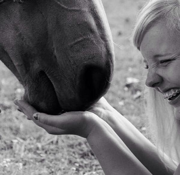 blind girl feels horse