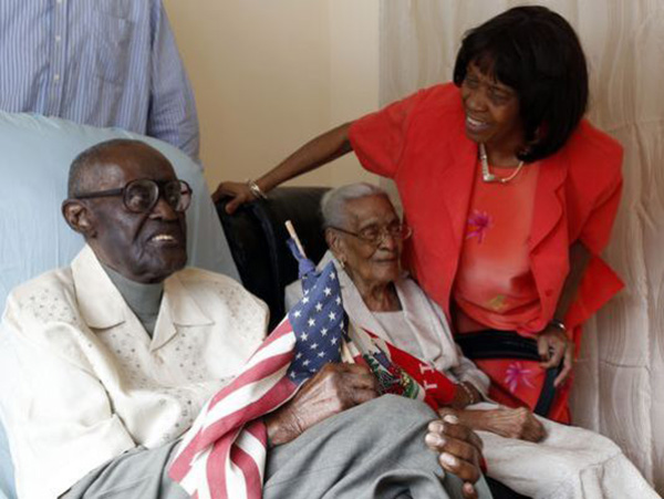 couple celebrates 82 years of marriage
