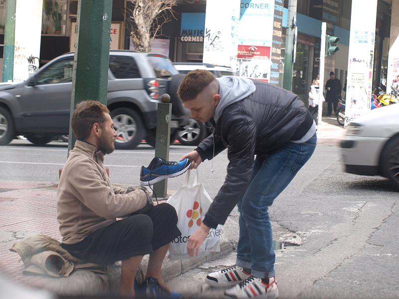 stranger gives homeless man new shoes