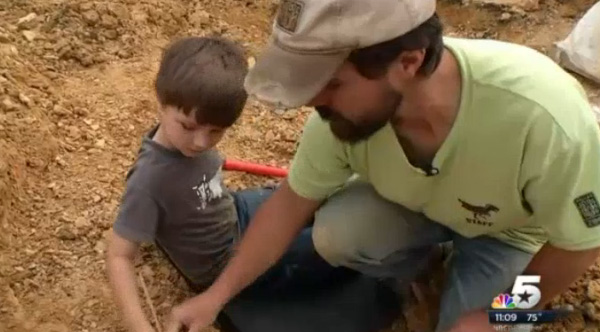 4 year old finds dinosaur bones