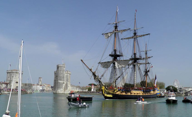 The Hermione sails again to America