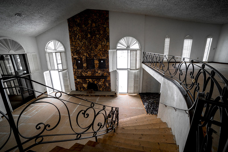 inside Mike Tysons abandoned mansion