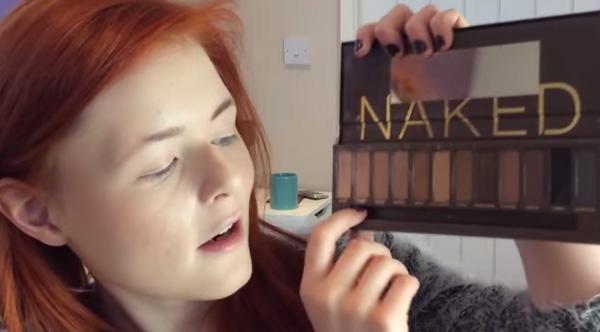blind girl does makeup videos