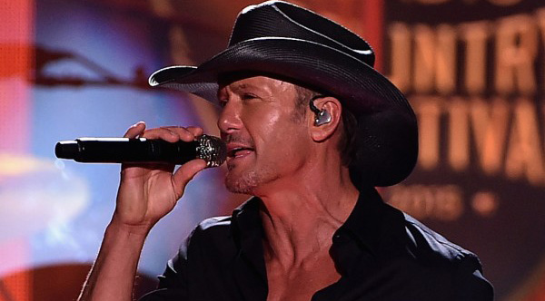 tim mcgraw gives away homes to veterans