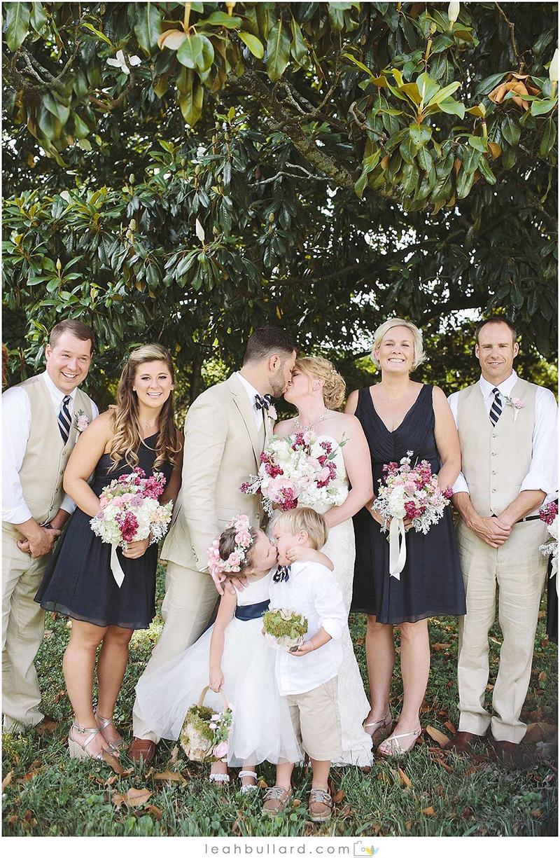 wedding photo flower girl kiss viral