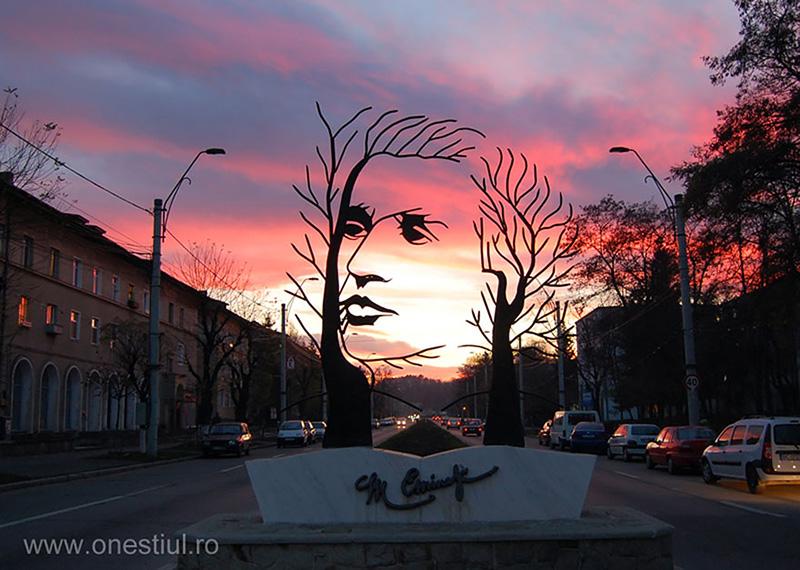 creative statues