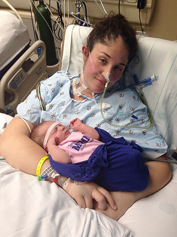 baby helps mom wakes up from coma