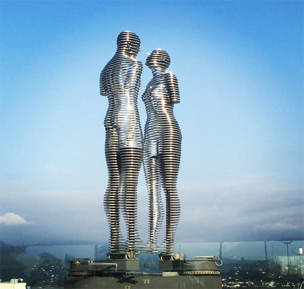 kinetic statues of love