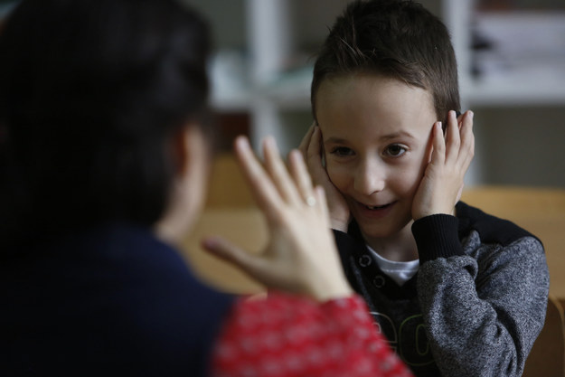 kids learn sign language to communicate with classmate