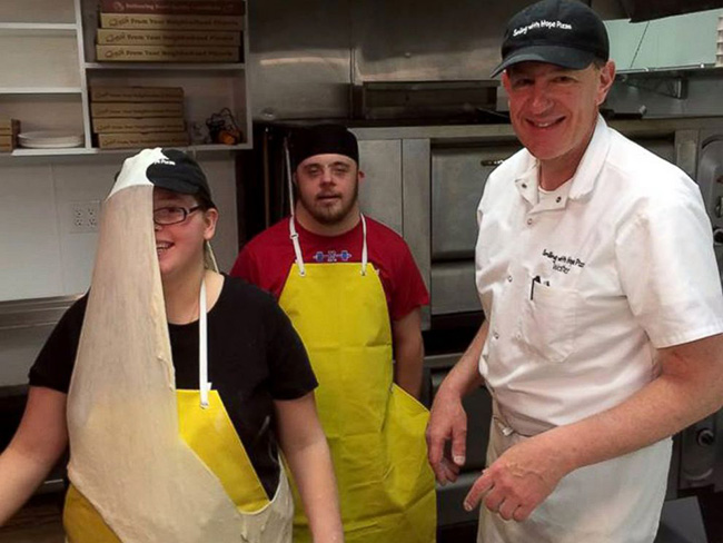 pizza shop hires employees with disabilities