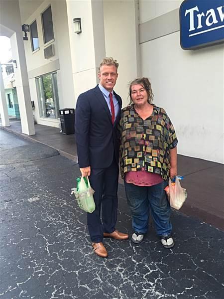 man teaches homeless woman to read