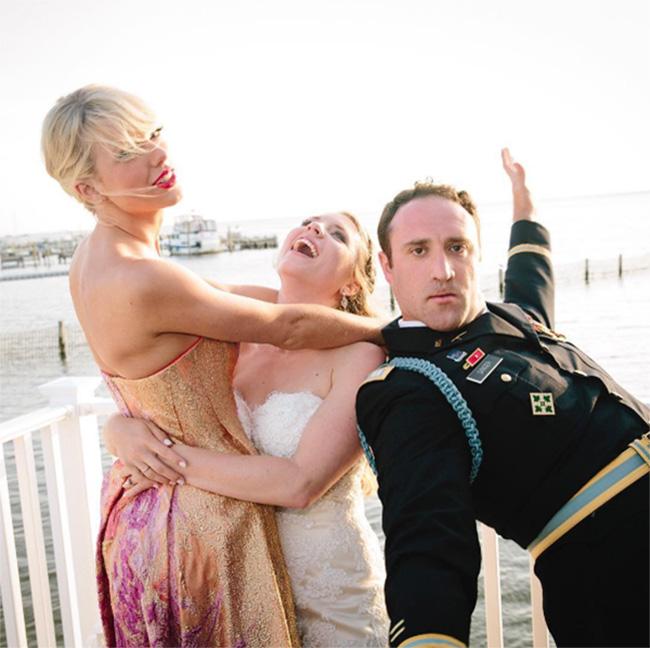 taylor swift surprises wedding couple