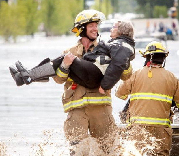 ridiculously photogenic firefighter