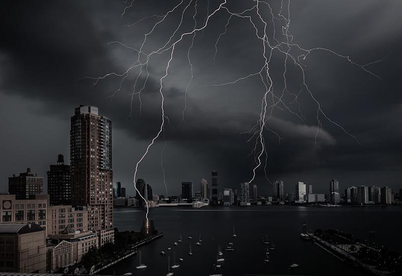 incredible lightning photo over NYC hudson river