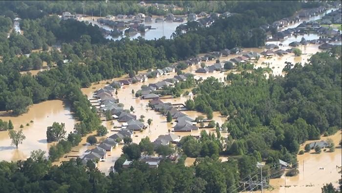 Taylor Swift donates 1 million to louisiana flood