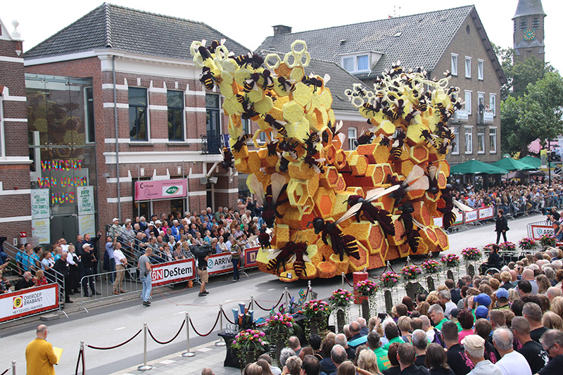 flower parade floats Zundert