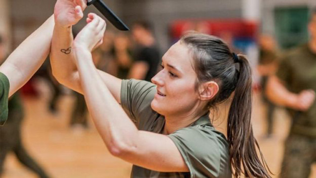 Polish army teaches women self defense free