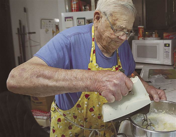 elderly man bakes free pies after wife passes good news