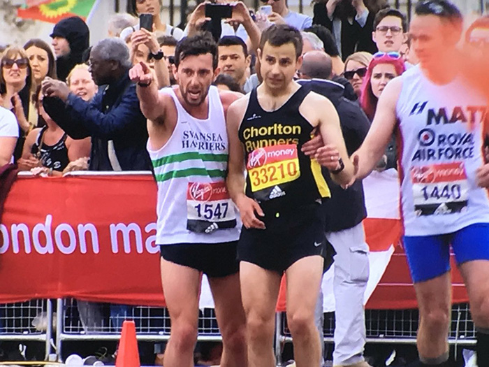 Marathon Runner Gives Up His Own Race To Help Exhausted Athlete