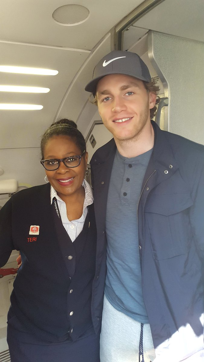 patrick kane gives up seat to military