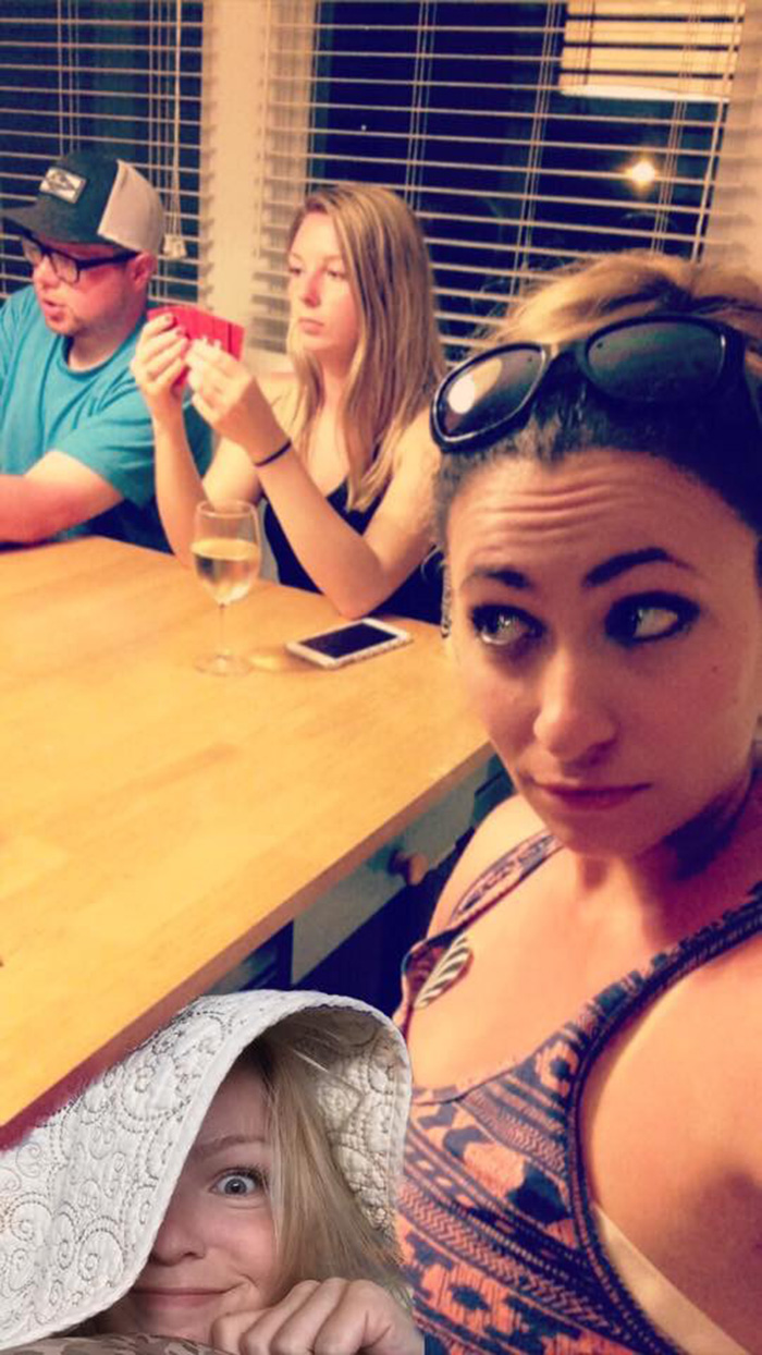 girl photoshops herself into friends vacation photos beach funny