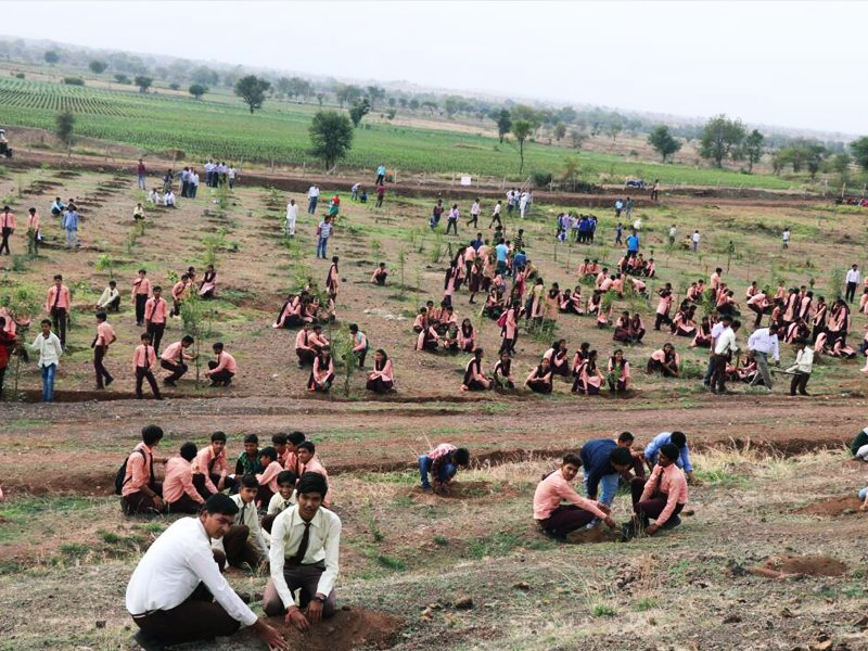 India breaks record planting trees 66 million