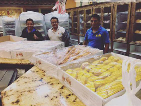 Mexican bakers make bread for Harvey victims