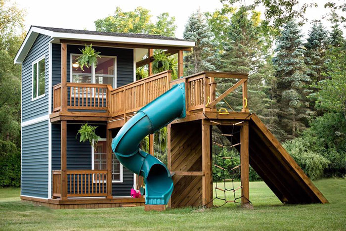 This Dad Built His Daughters The Most Epic Playhouse You'll Ever See  Lhjlz-dad-builds-epic-playhouse-for-daughters-4