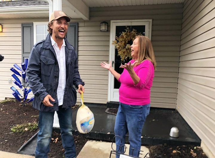 matthew mcconaughey hands out turkeys on birthday