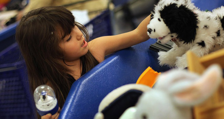 anonyomus donor buys all toys at good will for kids