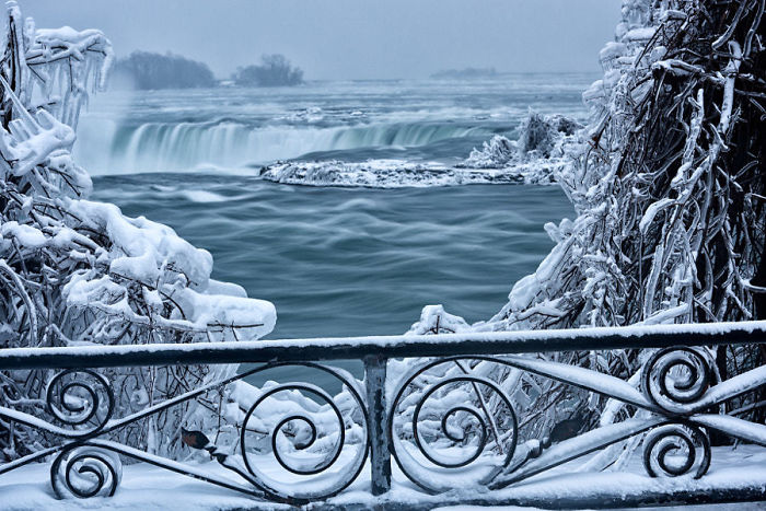 niagara falls frozen narnia beautiful