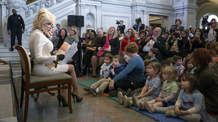 Dolly parton donates 1 millionth book to kids