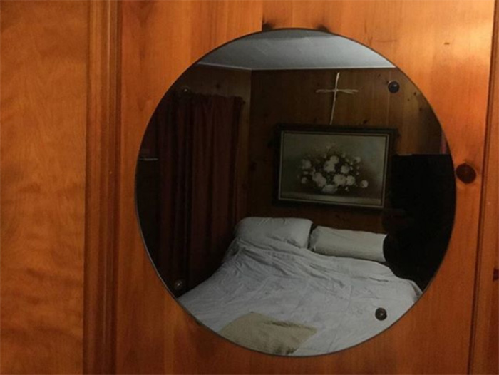 people taking pictures of mirrors on craigslist funny