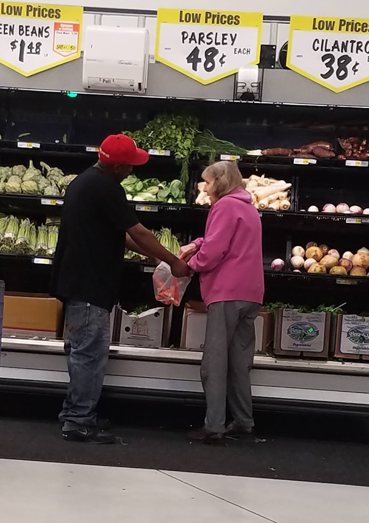 random act of kindness at grocery store