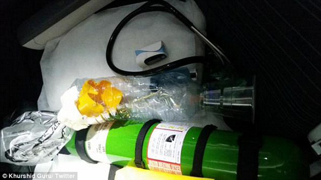 surgeon makes nebulizer on plane for kid asthma attack
