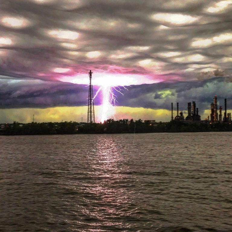 man captures epic lightning photo on Mississippi river