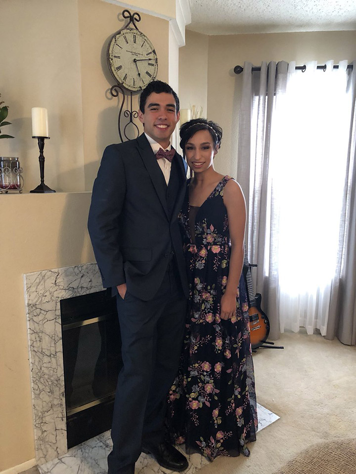 girl surprises prom date by walking